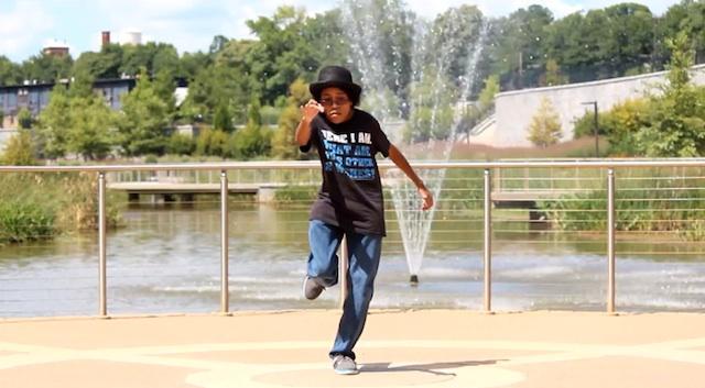 Dancing_Chibi_Gaynor_01