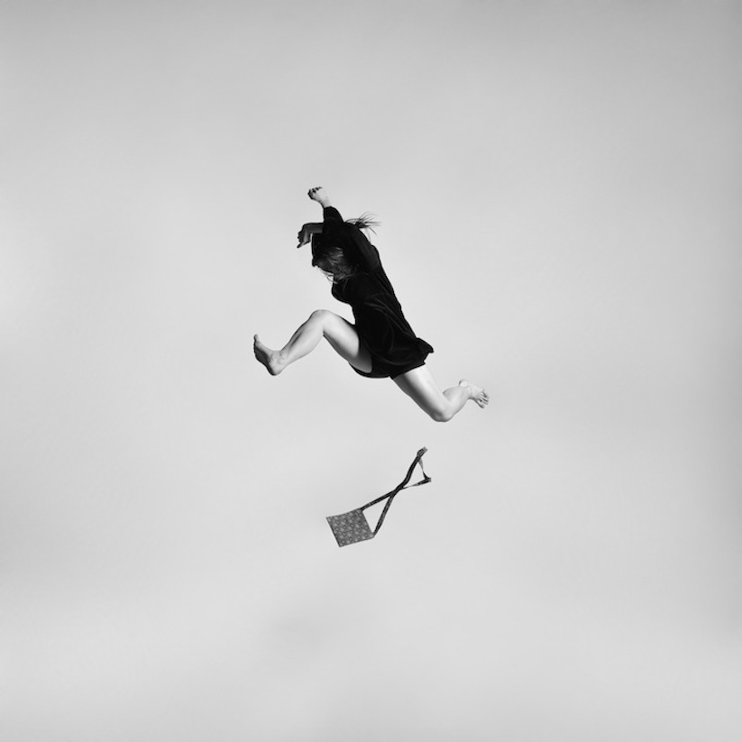 Energetic_Black_And_White_Portraits_Of_People_Captured_In_Mid_Jump_2014_02