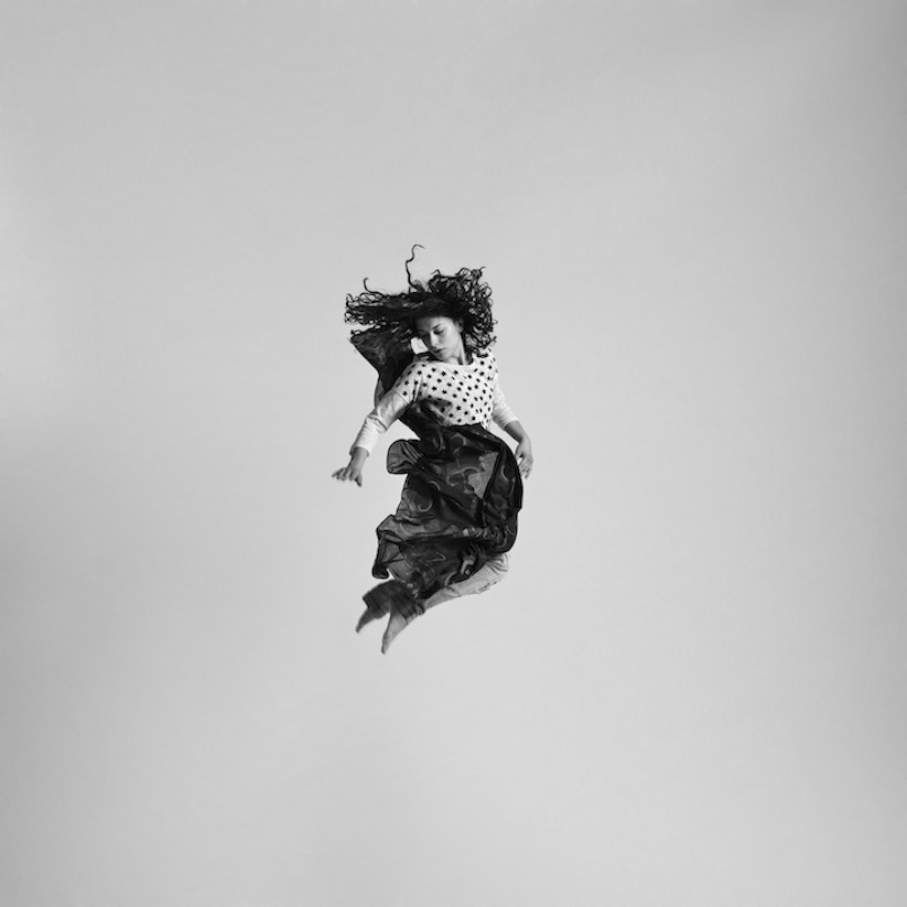 Energetic_Black_And_White_Portraits_Of_People_Captured_In_Mid_Jump_2014_06