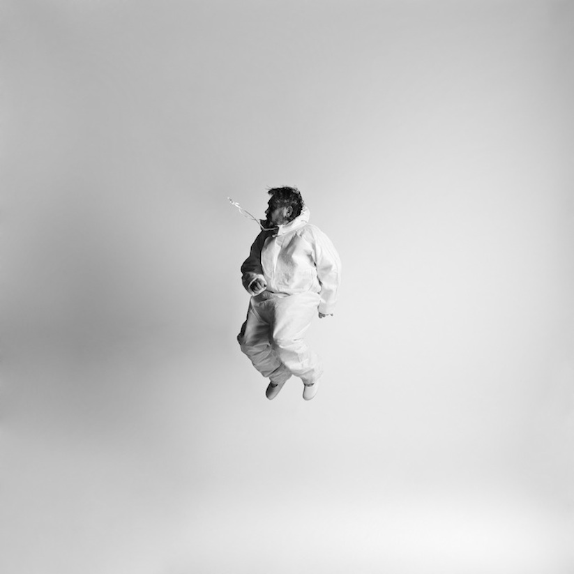 Energetic_Black_And_White_Portraits_Of_People_Captured_In_Mid_Jump_2014_11