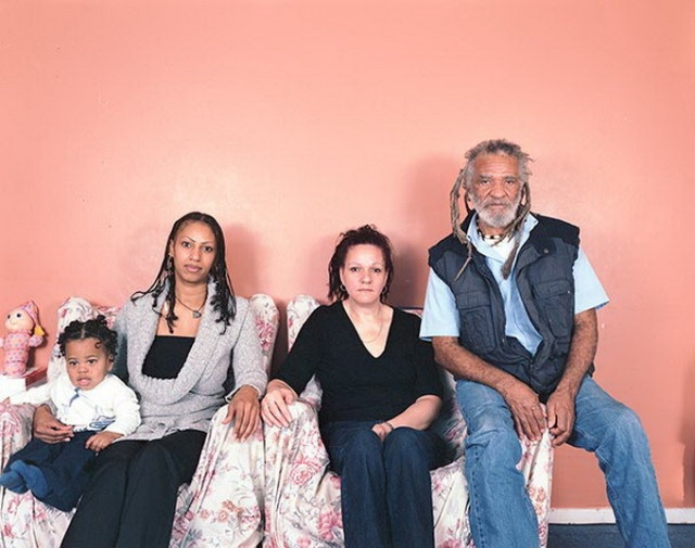 Families_with_5_Generations_in_1_Photo_by_Julian_Germain_2014_11