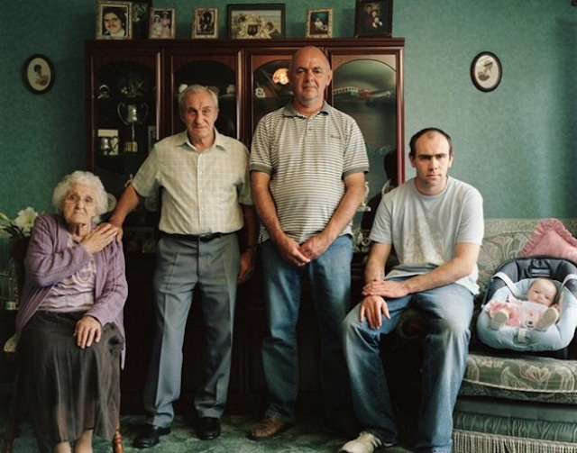 Families_with_5_Generations_in_1_Photo_by_Julian_Germain_2014_12