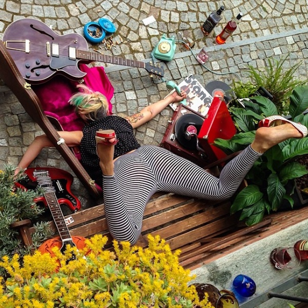 Hilariously_Photos_of_People_Posed_as_If_They_Have_Just_Fallen_by_Sandro_Giordoan_2014_02