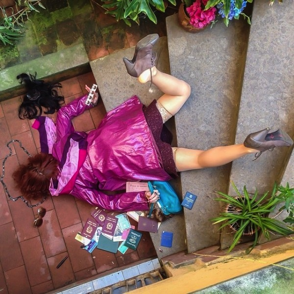 Hilariously_Photos_of_People_Posed_as_If_They_Have_Just_Fallen_by_Sandro_Giordoan_2014_07
