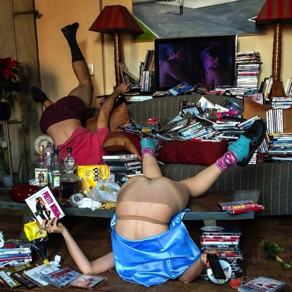 Hilariously_Photos_of_People_Posed_as_If_They_Have_Just_Fallen_by_Sandro_Giordoan_2014_09