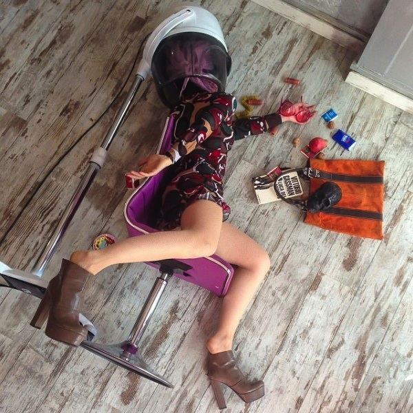Hilariously_Photos_of_People_Posed_as_If_They_Have_Just_Fallen_by_Sandro_Giordoan_2014_10