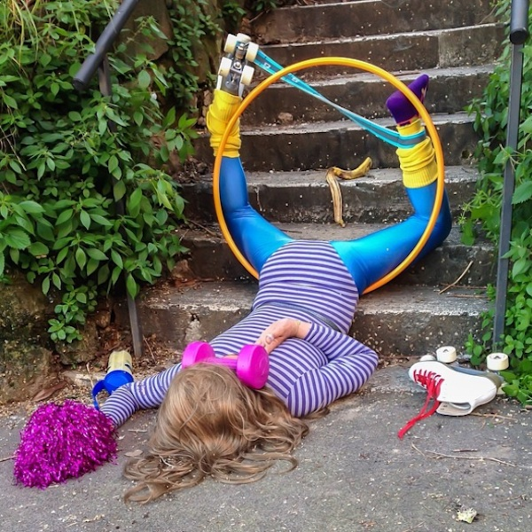 Hilariously_Photos_of_People_Posed_as_If_They_Have_Just_Fallen_by_Sandro_Giordoan_2014_12