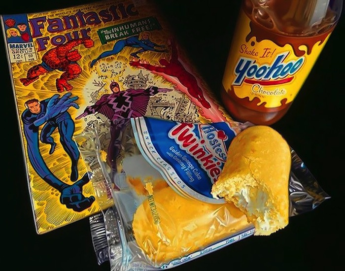 Hyper_Realistic_Paintings_Of_Old_School_Snacks_And_Comics_2014_04