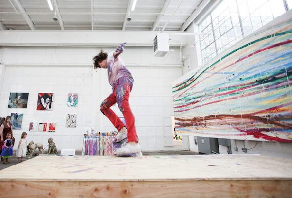 Matt_Reilly_Creates_Paintings_By_Performing_Skateboard_Tricks_On_A_Ramp_2014_01
