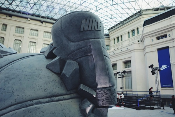 Nike _Come_Out_In_Force_Sneakerball_Sculpture_in_Madrid_Spain_2014_07