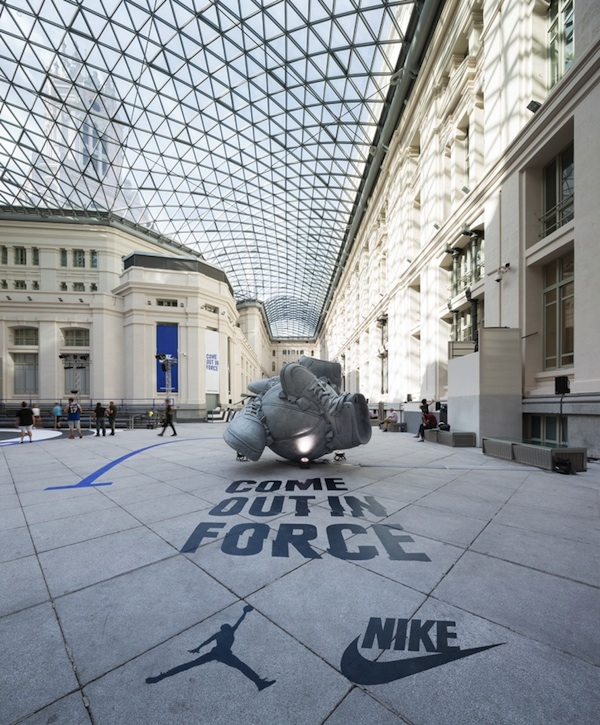 Nike _Come_Out_In_Force_Sneakerball_Sculpture_in_Madrid_Spain_2014_09