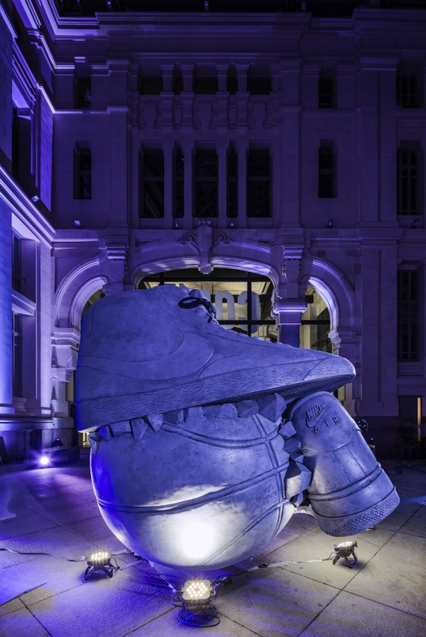 Nike _Come_Out_In_Force_Sneakerball_Sculpture_in_Madrid_Spain_2014_10
