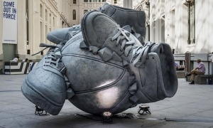Nike _Come_Out_In_Force_Sneakerball_Sculpture_in_Madrid_Spain_2014_header_01