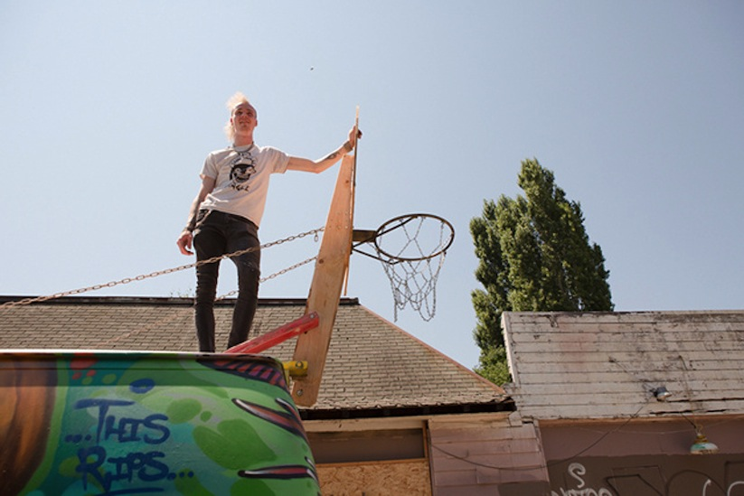 Rigsketball_A_Basketball_Tournament_Using_A_Hoop_Attached_To_A_Tour_Van_2014_05