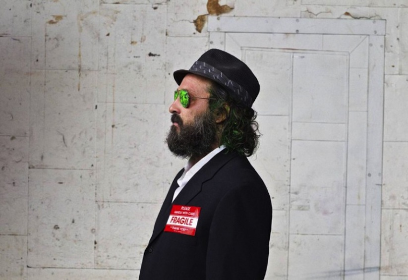 Streetartist_Mr_Brainwash_Portrayed_by_Photographer_Gavin_Bond_2014_06