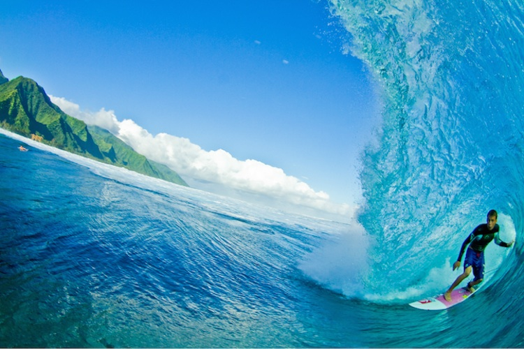 The_Thrill_Of_Surfing_Captured_In_Breathtaking_Photos_by_Ryan_Struck_2014_06