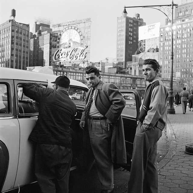 Vivian_Maier_Nearly_lost_Photography_2014_01