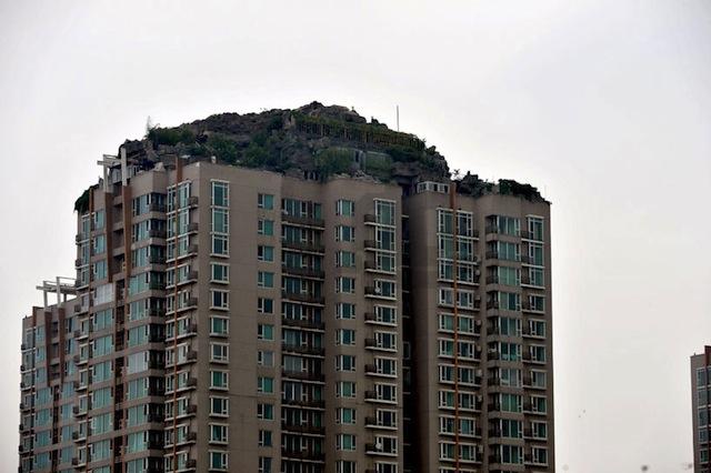 bejing-illegal-rooftop-mountain-villa_02