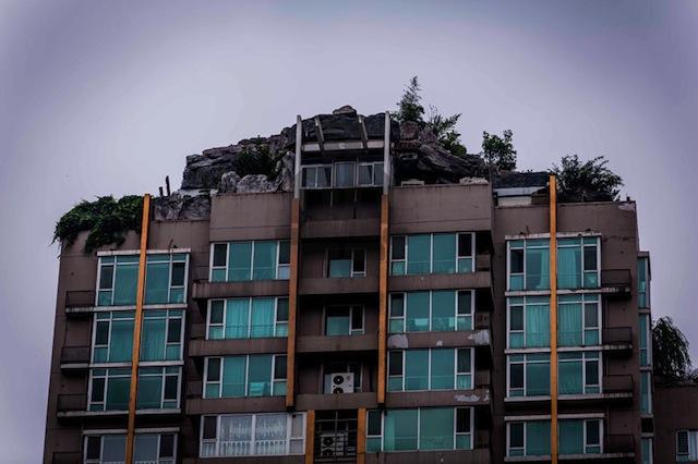 bejing-illegal-rooftop-mountain-villa_04