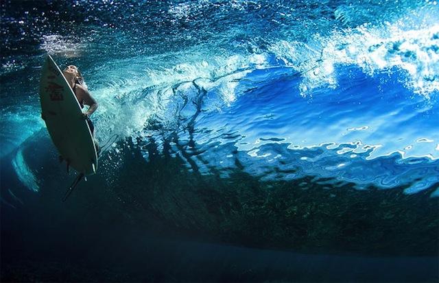 female_surfers_under_water_07