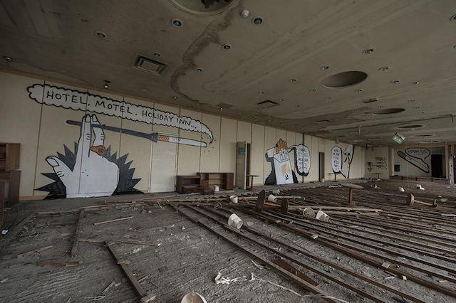 graffiti-hotel-abandoned_03