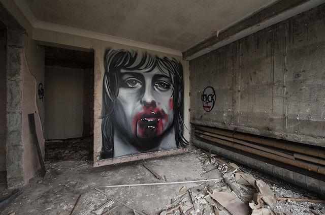 graffiti-hotel-abandoned_10