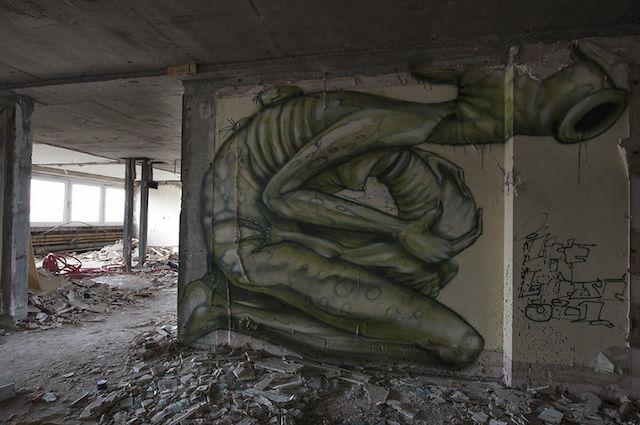 graffiti-hotel-abandoned_13