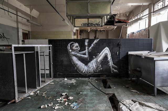 graffiti-hotel-abandoned_14