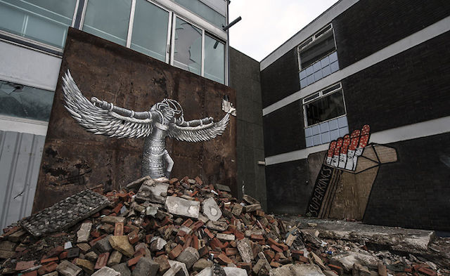graffiti-hotel-abandoned_16