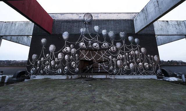 graffiti-hotel-abandoned_17