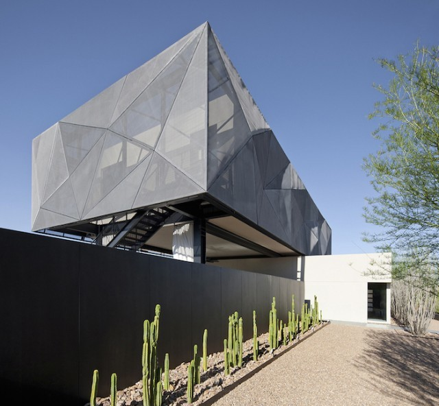 grey_house_in_las_vegas_02a