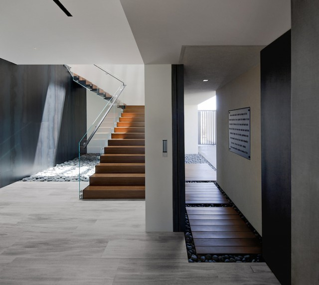 grey_house_in_las_vegas_05