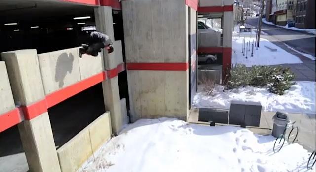 ice_parkour_running_02