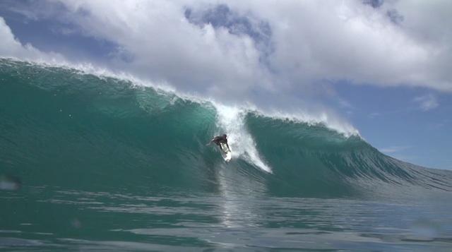indo_barrels_surf_02