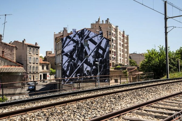 jr-unframed-marseille_02a