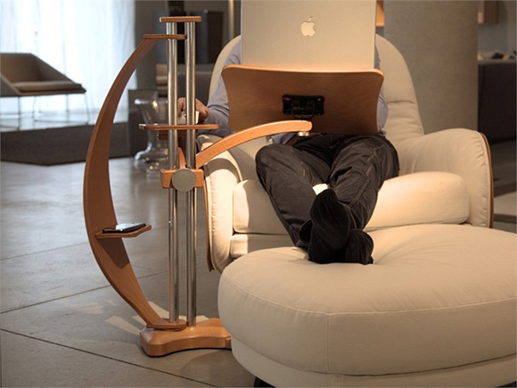 lounge_wood_laptop_stand_01