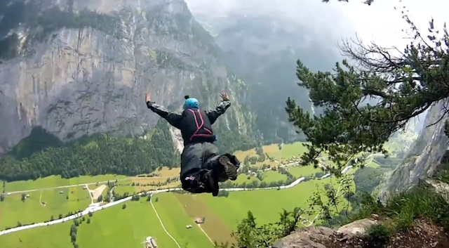 lucid_dreams_wingsuit_03