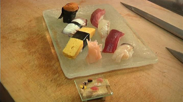 miniature-sushi-made-with-a-single-grain-of-rice_08
