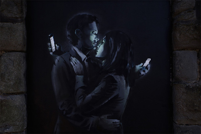 mobile_lovers_banksy_01