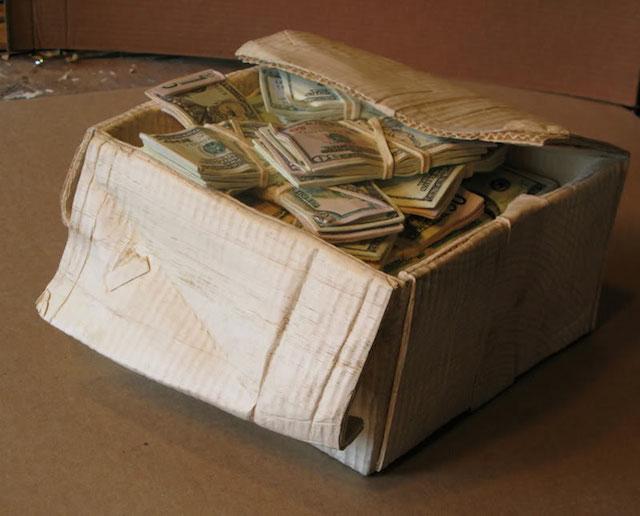 money_box_from_wood_block_01