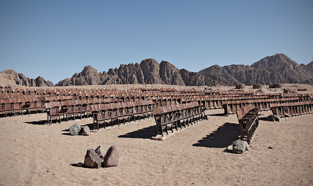 movie_theater_desert_01
