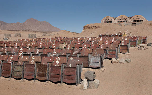 movie_theater_desert_03