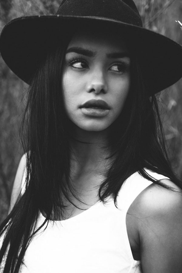 naressa-whitelies-magazine_01