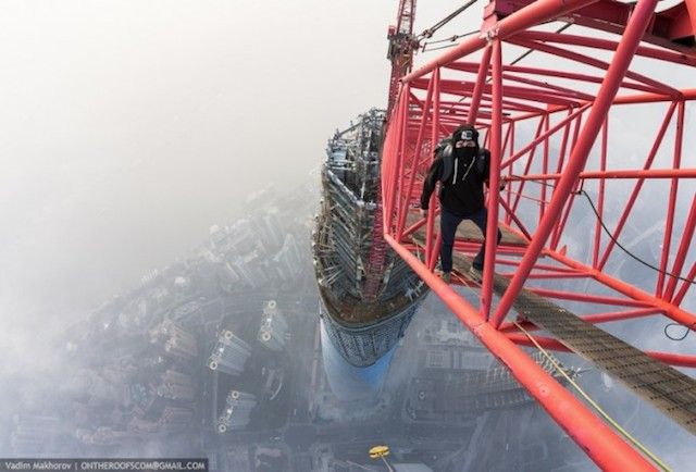 on-the-roofs-shanghai-tower_01