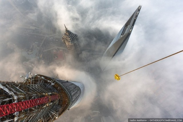 on-the-roofs-shanghai-tower_02
