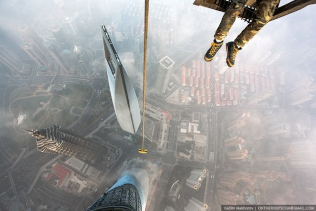 on-the-roofs-shanghai-tower_05