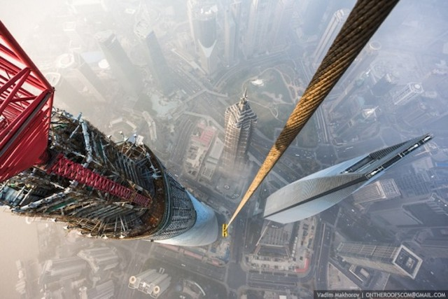 on-the-roofs-shanghai-tower_06