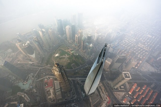 on-the-roofs-shanghai-tower_07