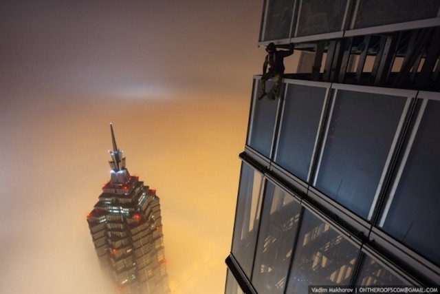 on-the-roofs-shanghai-tower_10