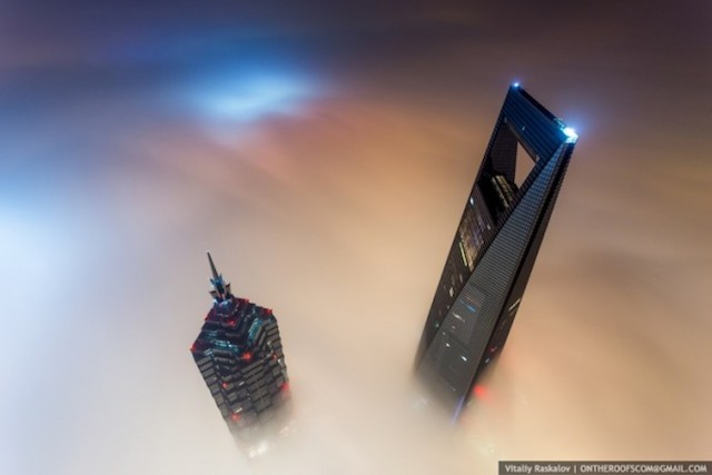 on-the-roofs-shanghai-tower_11